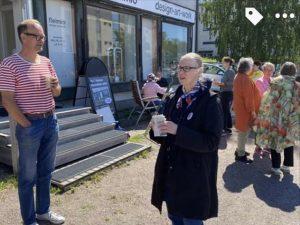 ihmisiä Suuri Maalaustapahtuma fleimio-liikkeen pihalla Tuusula 2020