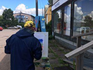 mies maalaamassa Suuri Maalaustapahtuma Tuusulassa 2020